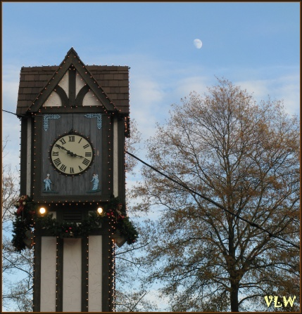 BG Clock with moon